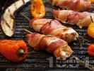 Рецепта Печени пилешки филенца увити в бекон на скара с готов сос барбекю